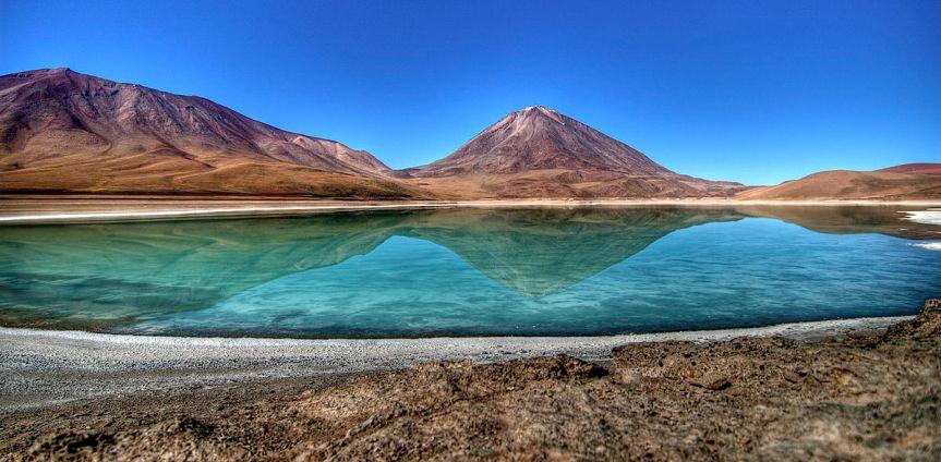1200px-Laguna_Verde_en_Bolivia