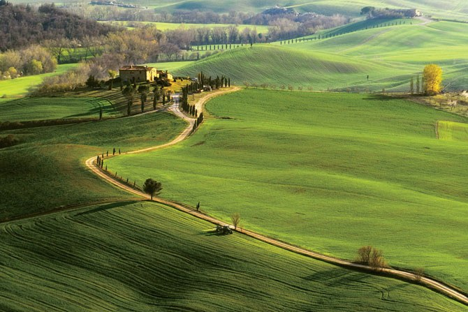 dam-images-travel-october-travel-tuscany-october-travel-01-val-d-orcia-italy-hilltop-h670
