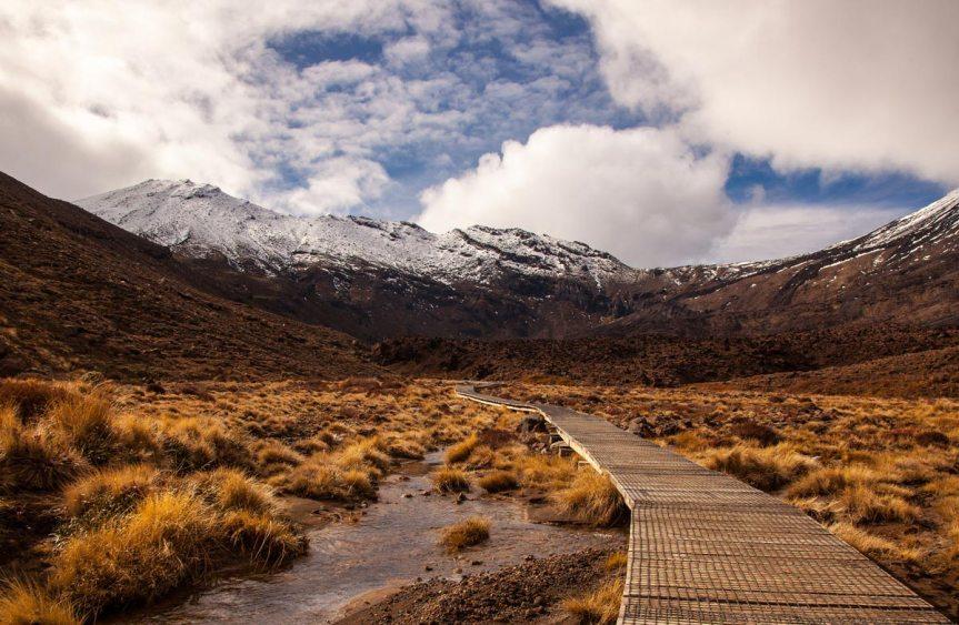 tongariro-alpine-crossing-walkway-1200