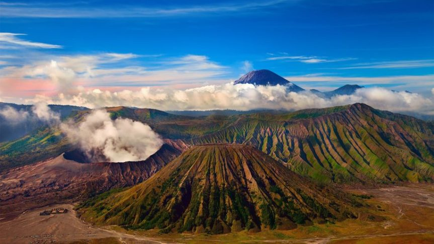 Mount-Bromo-active-volcano-Tengger-massif-in-East-Java-Indonesia-At-a-height-of-2329-meters-it-is-the-most-well-known-volcano-splendid-HD-Wallpaper-Widescreen-915x515