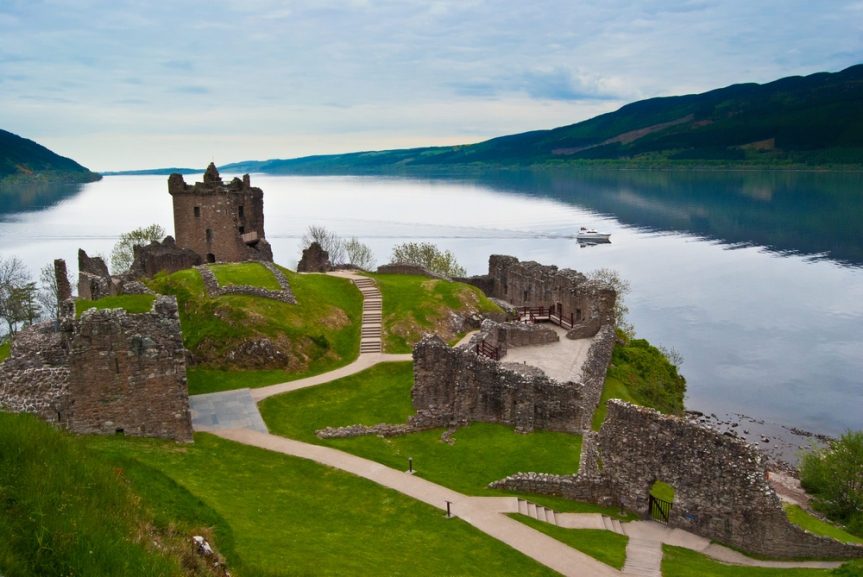 Green-Flag-British-Drives-Loch-Ness