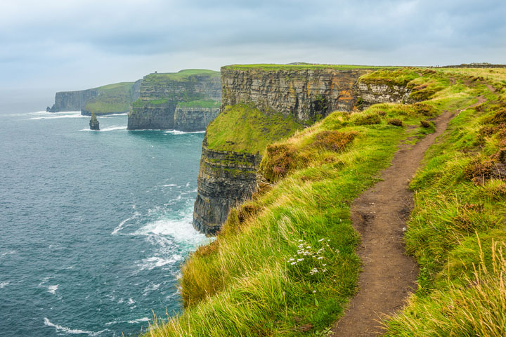 hiking-cliffs-of-moher-galway-ireland-01