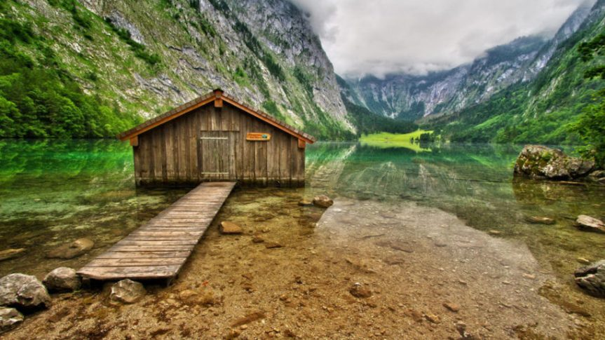 Obersee-Mountain-Lake-in-South-Bavaria-Germany-Berchtesgaden-National-Park-Wooden-House-Wallpaper-for-Desktop-1920x1200-915x515