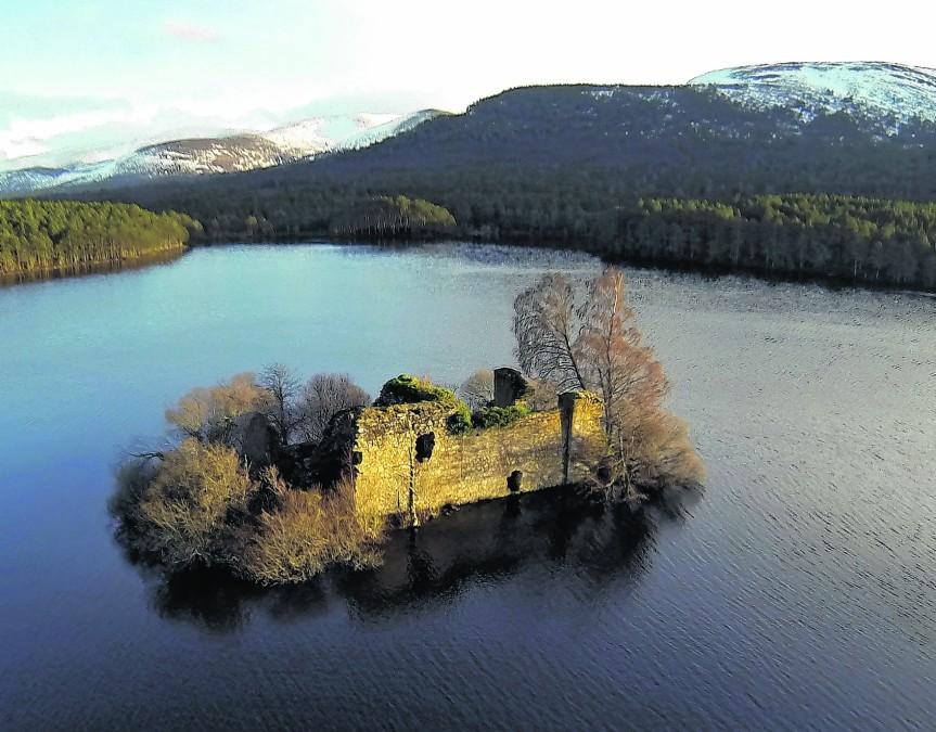 loch an eilean castle Rothiemurchus aviemore aerial Aaron Sneddon 041388